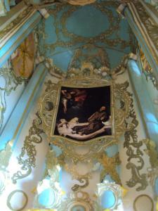 """Transept - skrzydło północne, z ołtarzem: """"Święty Franciszek pocieszany przez muzykującego anioła"""", autorstwa Francisco Ribalta"""